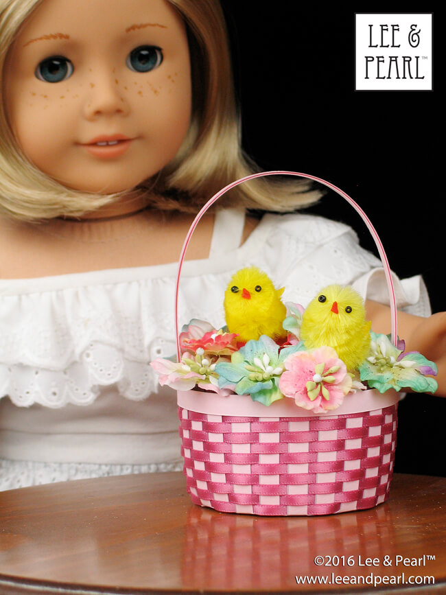Make Easter baskets for your American Girl dolls and other 18 inch dolls using Lee & Pearl's FREE printable templates and detailed, photo-illustrated tutorial. Get your own printable package — which includes several shapes and sizes, including these NEW large, straight-sided baskets — in the Lee & Pearl March 2016 Newsletter.