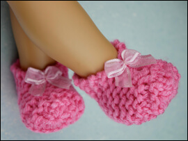 Make adorable slippers with Lee & Pearl's FREE Easy Garter Stitch Knitted Slippers for 18 Inch Dolls knitting pattern
